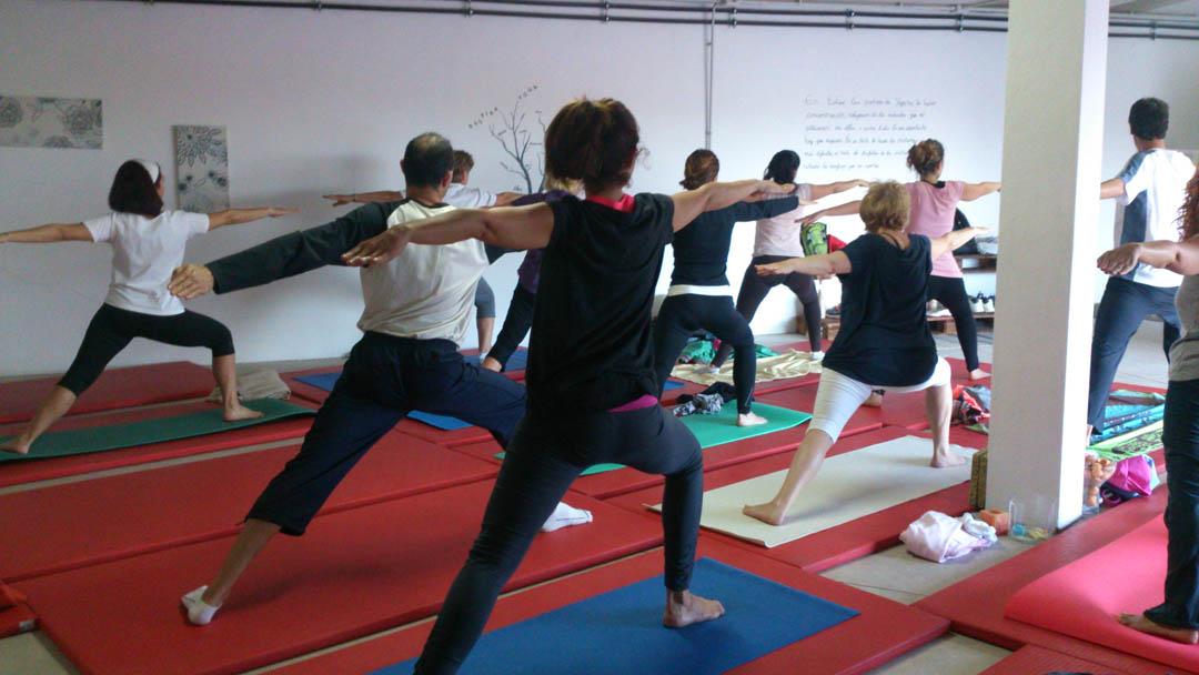 profesor de yoga en Fuerteventura