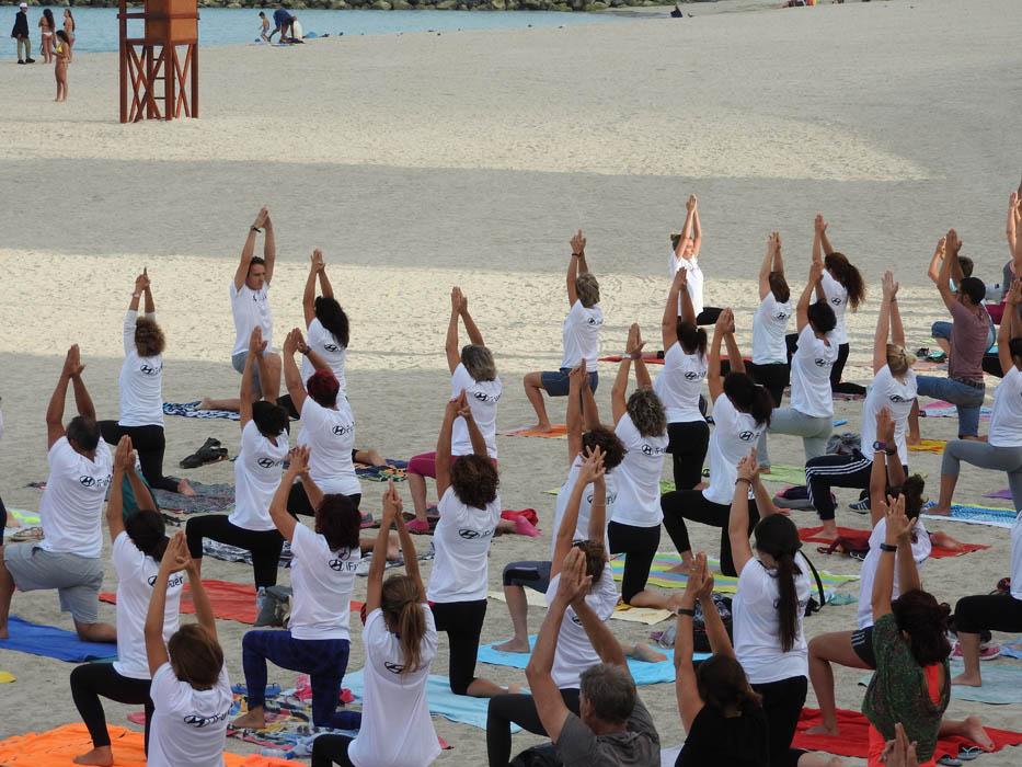 Yoga en la playa en Fuerteventura