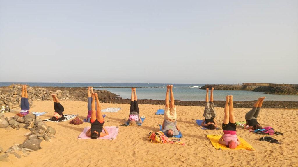 Yoga en la playa fuerteventura