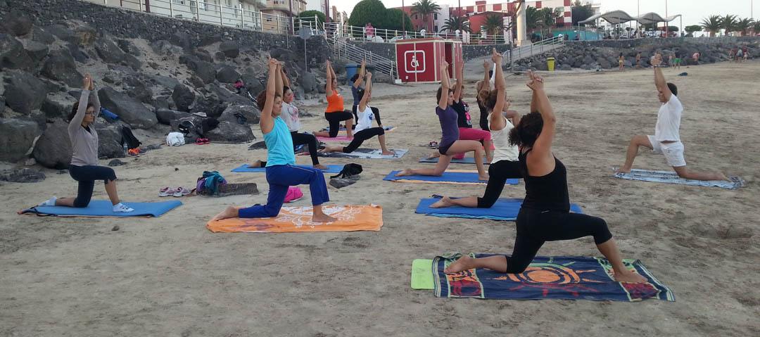 Yoga en playa de Fuerteventura